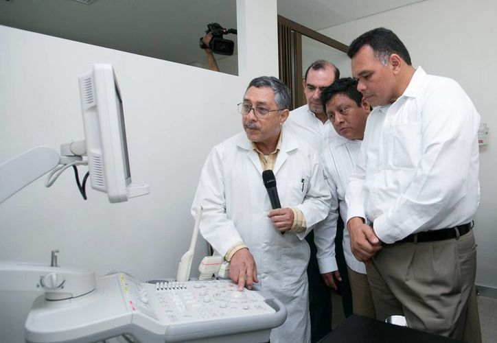 El gobernador Rolando Zapata en el Hospital de Tekax. (Gobierno de Yucatán)