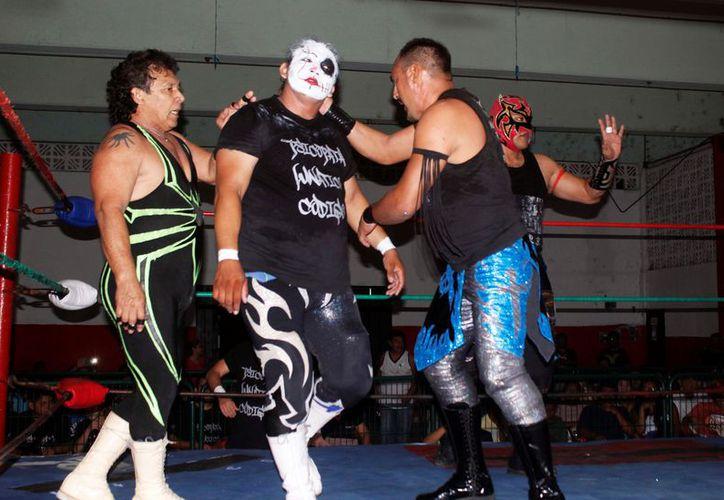 Las funciones de la lucha libre en Cancún serán transmitidas en Tv Cun. (Foto: Ángel Villegas)
