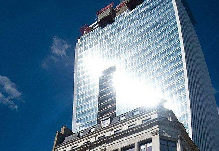 El 20 Fenchurch Street o Torre Fenchurch 20 es uno de los rascacielos más distintivos de Londres. (taringa.net)