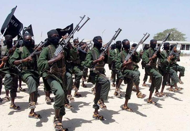 Al Shabab lucha por imponer una versión intransigente del islam en la caótica nación del Cuerno de África. (Excélsior)