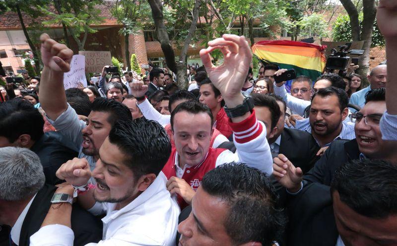 Visita Mikel Arriola a estudiantes de la universidad Iberoamericana. (Foto: Milenio)