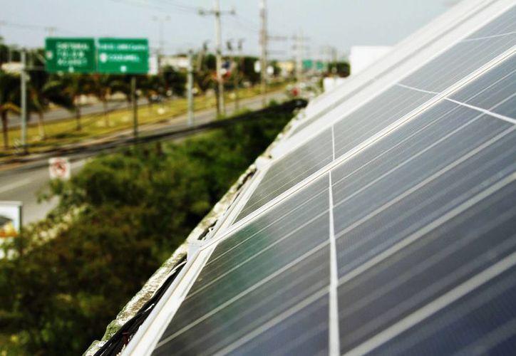 En la Riviera Maya el número de personas que tienen celdas solares en sus casas ha crecido. (Octavio Martínez/SIPSE)