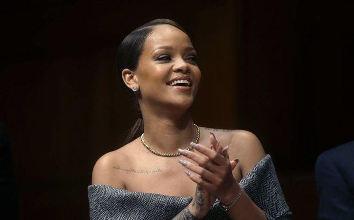 La cantante Rihanna fue reconocida por la Universidad Harvard, por su gran trabajo humanitario en los últimos años.(Steven Senne/AP)