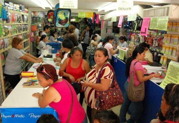 Autoridades municipales coordinan con la Profeco una feria de artículos escolares.  (Contexto/INTERNET)