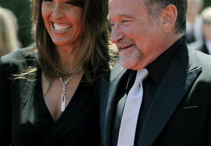 Imagen de archivo de Robin Williams y Susan Schneider a su llegada a los Premios Creative Arts Emmy en Los Ángeles en agosto de 2010. (Agencias)