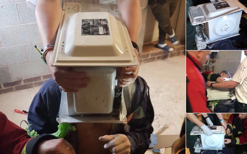 Youtuber termina con la cabeza atorada en microondas y con cemento