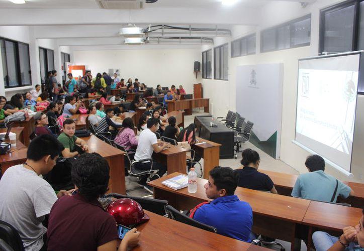 La Secretaría de Educación de Quintana Roo pretende lanzar la modalidad online para las carreras más demandadas. (Daniel Tejada/SIPSE)