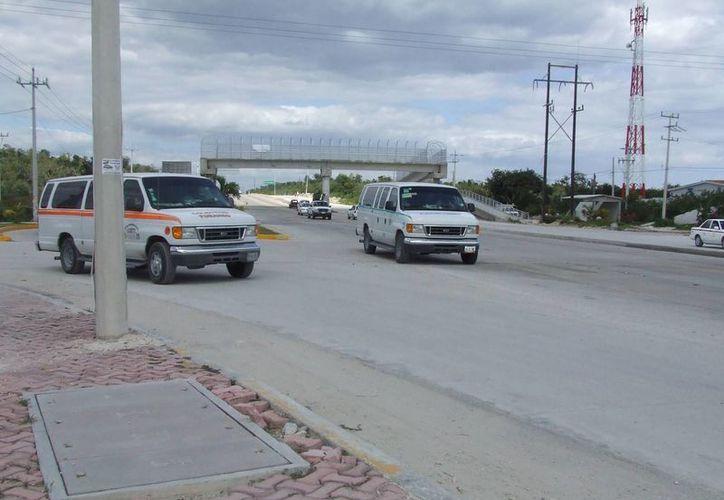 Transportistas ocasionan accidentes al tratar de ganar un pasaje. (Rossy lópez/SIPSE)