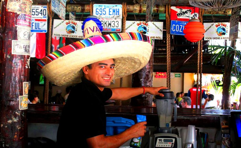 En general los Bares y Discotecas cerraron el mes de junio con entre un 60 y 70% de actividades, afluencias y consumos. (Foto: Daniel Pacheco/SIPSE)