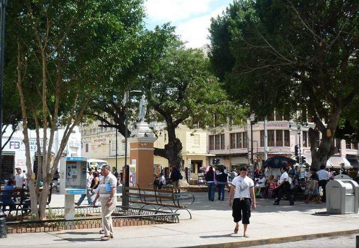 La zona del parque Eulogio Rosado fue acordonada mientras la mujer daba a luz. (google.com.mx)