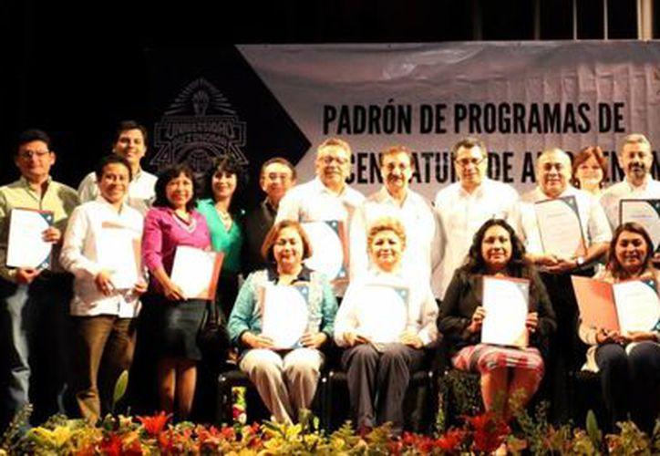 Académicos y directivos de la Autónoma de Yucatán. (Milenio Novedades)