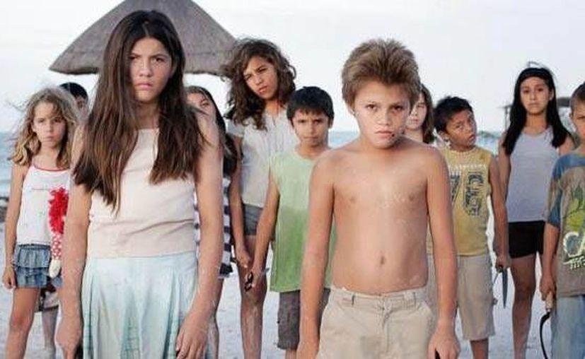 'Juego de Niños' narra la historia de una pareja extranjera que se enfrenta a niños malditos en una isla. (correcamara.com.mx)