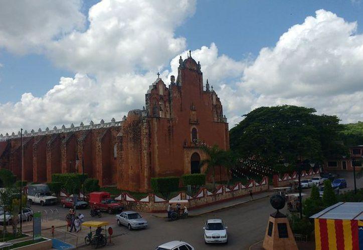 La parroquia de San Juan Bautista que se ubica en el centro del municipio de Tekax, tiene al menos cuatro siglos de historia. (Fotos: Milenio Novedades)