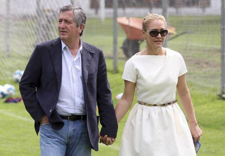 El abogado de Jorge Vergara afirma que pronto habrá más denuncias contra Angélica Fuentes. En la imagen, la pareja en sus 'años felices'. (Archivo/AP)