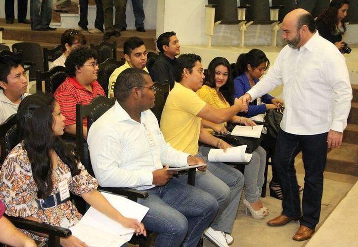 De 2014 a 2017 disminuyeron 37 escuelas en Yucatán, y el número de estudiantes pasó de 97 mil a 100 mil. (SIPSE)