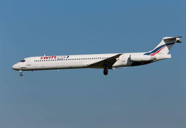 Un avión MD-83 de Air Algiere se estrelló esta mañana (hora de México) es circunstancias aún no esclarecidas. La imagen muestra una aeronave similar a la siniestrada. (Imagen de contexto/AP)