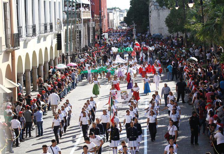 El desfile conmemorativo del CVIII aniversario de la Revolución Mexicana duró aproximadamente dos horas y diez minutos. (Foto Jorge Acosta)