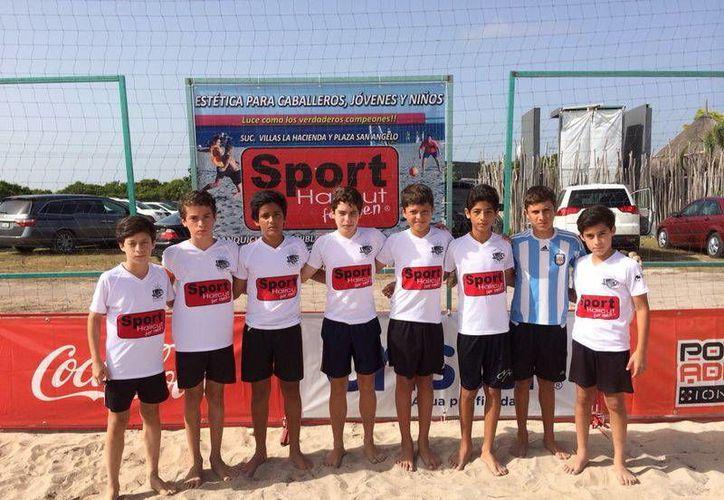 En las divisiones estelares de 'La Reta by The Sea, Beach Soccer Cup', la Libre Varonil ocupa el primer sector. (Milenio Novedades)