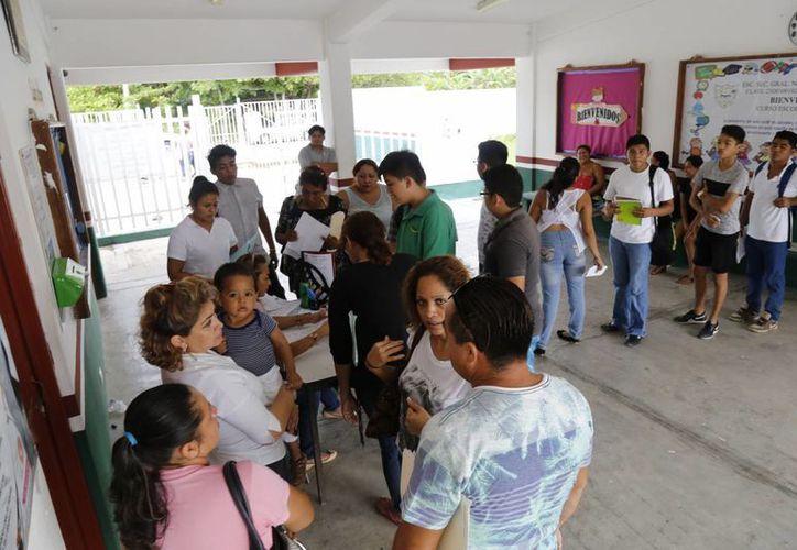 El lunes iniciaron las clases del plantel del Colegio de Bachilleres V, de Cancún. (Jesús Tijerina/SIPSE)