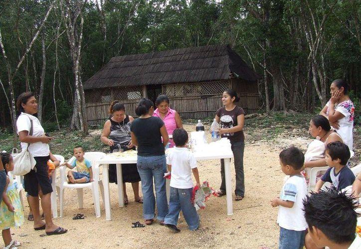Las familias de escasos recursos no ven con esperanza y ánimo de fiesta la época decembrina. (Rossy López/SIPSE)