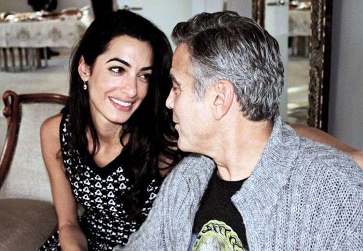 Amal Alamuddin no es sólo la novia de George Clooney, con quien se casará pronto, sino también es reconocida por su trabajo en derecho internacional. Integra la comisión de la ONU que investigará crímenes de guerra en Gaza. (rumberanetwork.com)