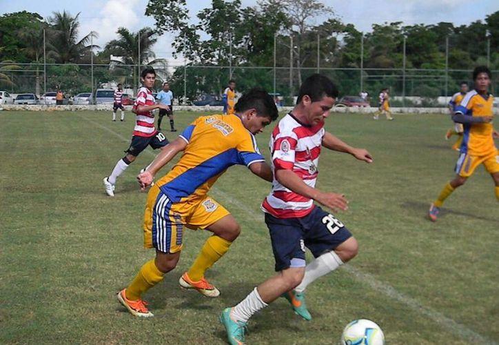 El triunfo se disputó en el césped del deportivo Viany. El marcado final fue 6-0 a favor de Pioneros. (Ángel Mazariego/SIPSE)