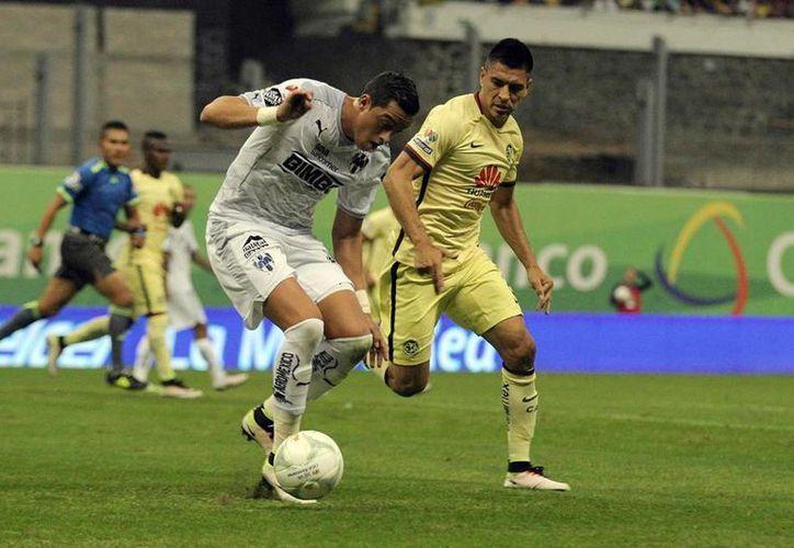 En el primer duelo de la semifinal del Clausura 2016, de la Liga MX, América se llevó el triunfo frente a Rayados. Este sábado, Monterrey recibe a los azulcremas para definir al primer finalista. (Archivo/NTX)