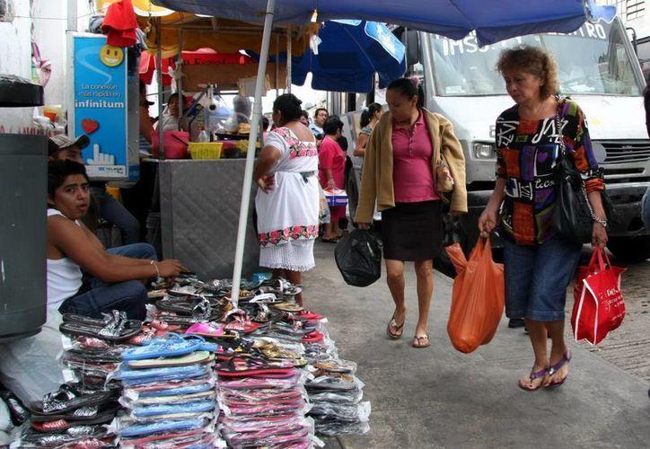 El centro de Mérida sigue resintiendo el problema de la venta informal. (Milenio Novedades)