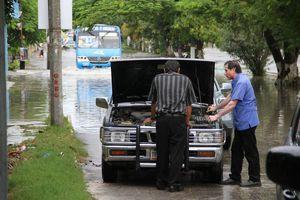 Lluvia deja inundaciones en Cancún