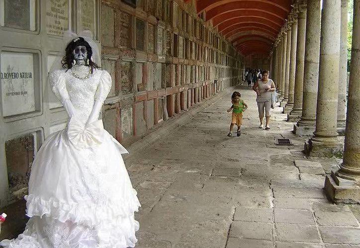 """El panteón de Belén, en Guadalajara, es el más famoso de todo el país en el ámbito """"paranormal"""", ahí se realizan, tanto de día como de noche, recorridos turísticos. (Jorge Moreno/SIPSE)"""