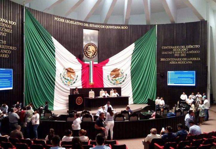 Regidores acusan que el acta de la Sesión de Cabildo es ilegal pues no fue avalada, pues ellos se retiraron ante la inconformidad.  (De la Redacción/SIPSE)