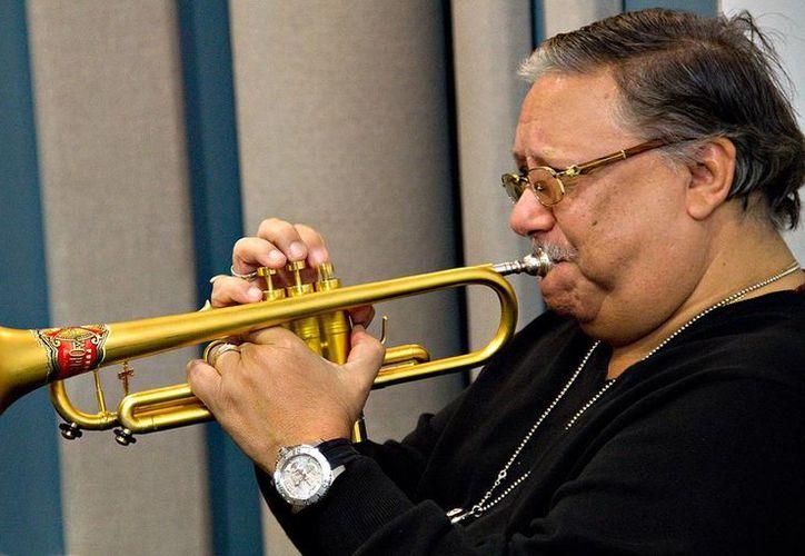 El jazzista cubano Arturo Sandoval interpretará sus éxitos en la entrega de premios Grammy en octubre. (kplu.org/Foto de archivo)