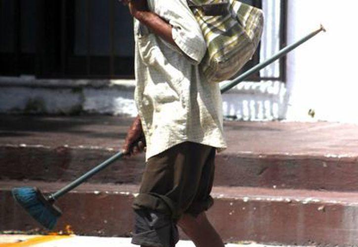 Se le invitará a los indigentes a acudir a la Casa de Día del Adulto Mayor. (Harold Alcocer/SIPSE)