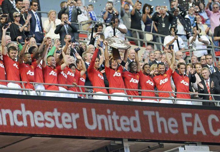 Es la vigésima Supercopa inglesa que gana el ManU. (EFE)