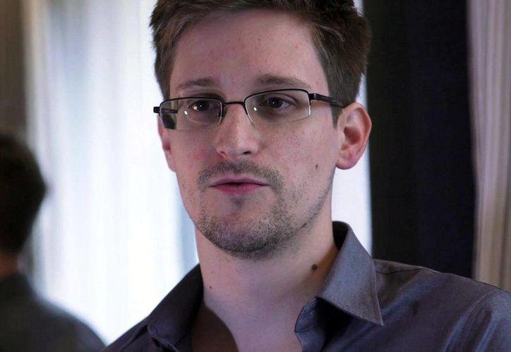 Edward Snowden, exanalista de la Agencia de Seguridad Nacional, fue quien sacó a la luz el programa de espionaje de EU. (Archivo/AP)