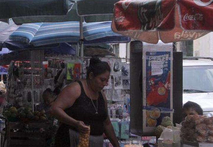 El alcalde de Mérida, Mauricio Vila, subrayó que no solo se tratará de retirar a los vendedores ambulantes del Centro Histórico sino de reinstalarlos. (SIPSE)