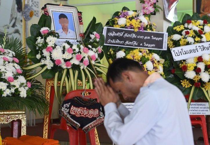 La muerte del boxeador Anucha Thasako a los 13 años tras recibir un puñetazo en un combate de boxeo ha conmocionado a Tailandia. (Debate)