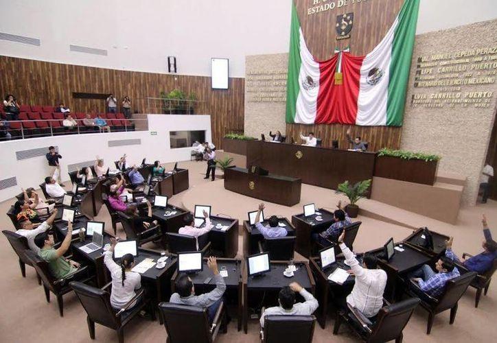 Diputados deberán analizar y aprobar la propuesta, para recortar al 50 por ciento el financiamiento público a partidos políticos, en meses y años no electorales. (Milenio Novedades)