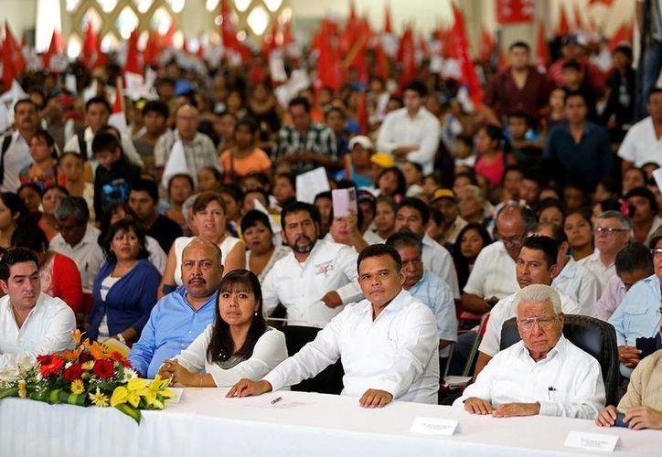Aspecto de la ceremonia del 40 aniversario del Movimiento Antorchista Nacional. (SIPSE)