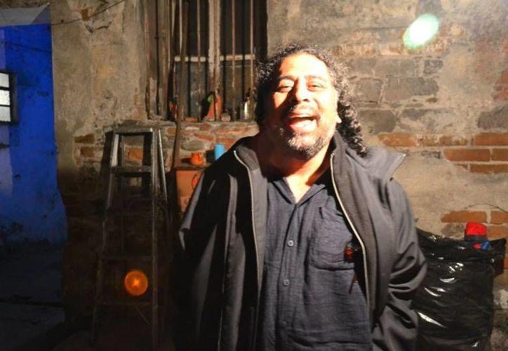 Rafael Catana perdió su lira Ovation Celebrity y con ella las huellas de varios grandes del rock urbano. (subterraneos.com.mx)