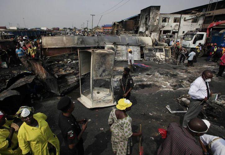 """Los pistoleros allanaron la mezquita del poblado de Kwankwaso el martes por la noche y gritaron """"¡Allahu'akbar!"""" mientras rociaban de balas a los feligreses. (Agencias)"""