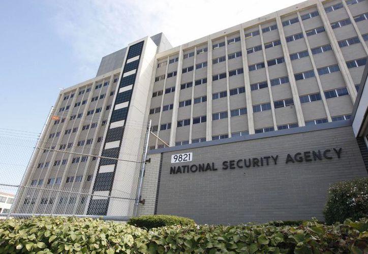 Aseguran que la NSA puede convertir los dispositivos iPhone en un instrumento de espionaje. (The Washington Post)