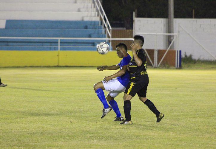 Uriel Romero aseguró el campeonato de goleo al anotar 22 goles en este encuentro. (Miguel Maldonado/SIPSE)