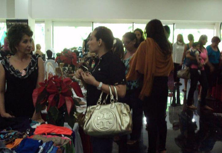 Alrededor de 30 personas acudieron al evento realizado en uno de los salones del hotel Oasis. (Jesús Tijerina/SIPSE)