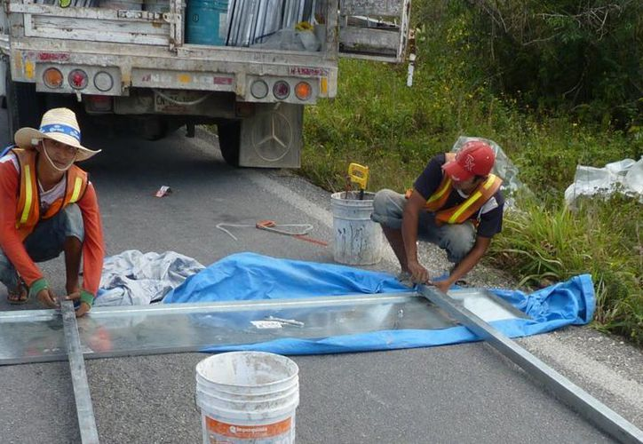 Alrededor de 300 señalamientos se instalaron a lo largo de la red carretera del estado. (Jesús Tijerina/SIPSE)