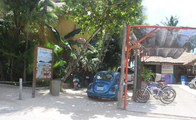 Solicitan a los dueños no tener las bicicletas repartidas en varios negocios. (Sara Cauich/SIPSE)