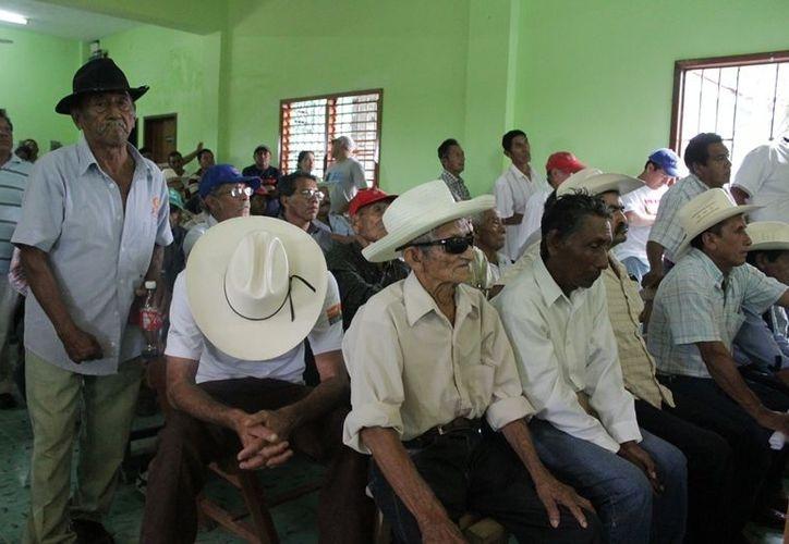 A partir de ahora y hasta dentro de un año el ex comisario y el ex secretario ejidal no podrán participar en las asamblea del ejido de Juan Sarabia, por decisión del gremio. (Edgardo Rodríguez/SIPSE)