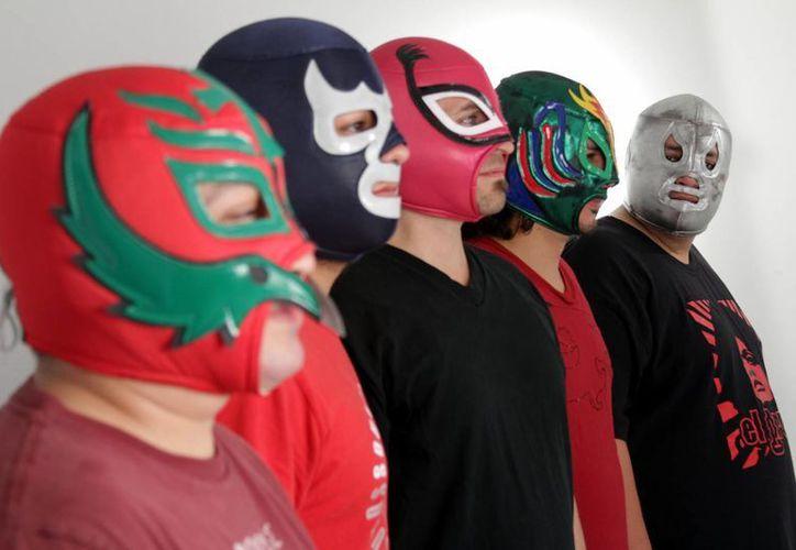De i a d: Jorge Lara (teclado), Luis Dardano (guitarra), Christopher Delgado (vocales), Octavio Salman (bateria) e Ivan Patiño (bajo). (EFE)