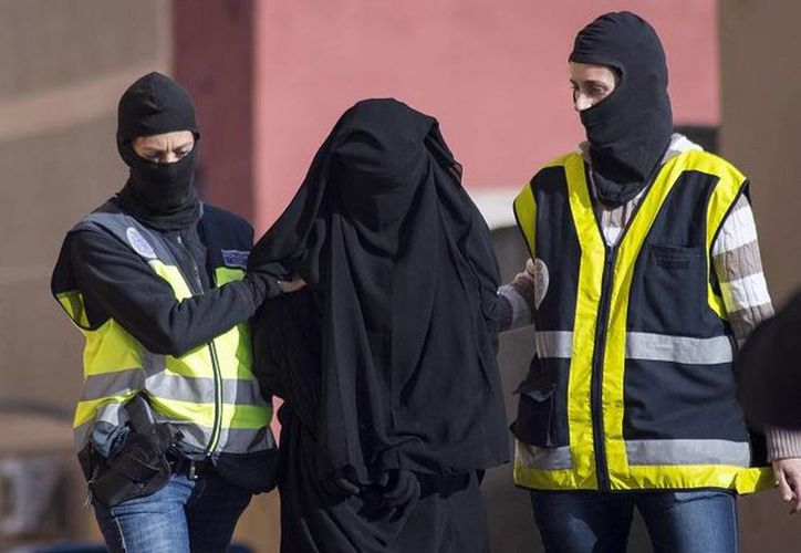Cae una red de captación de mujeres yihadistas en España y Marruecos. Imagen de una de las detenidas. (irispress.es)