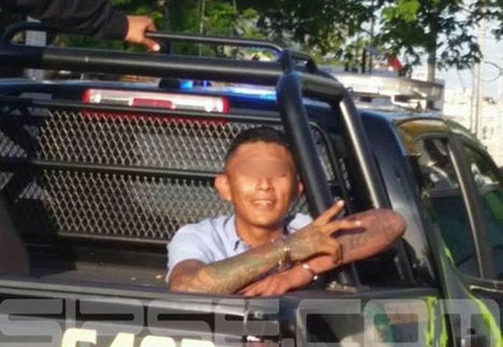 """El ladrón incluso """"posó"""" para la foto luego de ser detenido.  (Milenio Novedades)"""